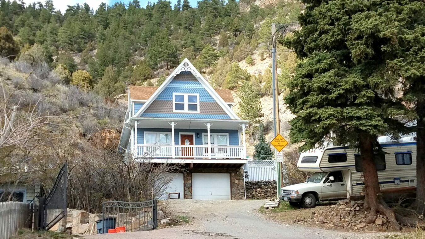 Victorianesque Cottage In Idaho Springs